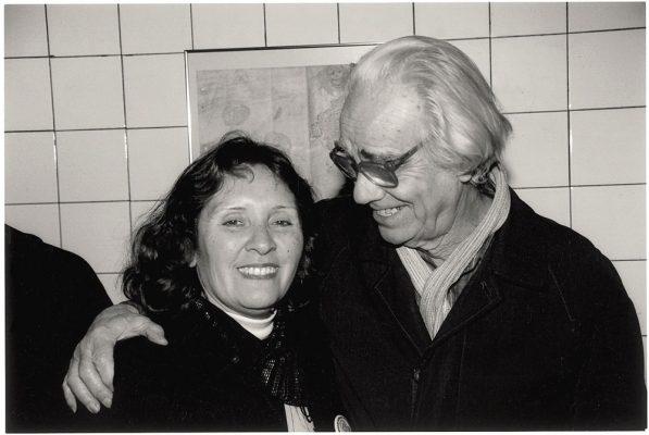 Leon Ferrari junto a Mabel Ruiz madre de Maximiliano Kosteki, joven asesinado en la Masacre del Puente Pueyrredon.  2005