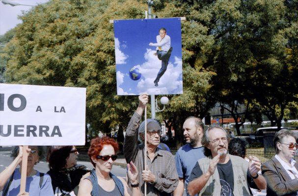 Acciones en repudio a la guerra de Irak 2003 Archivo y fotografía Marcelo Brodsky