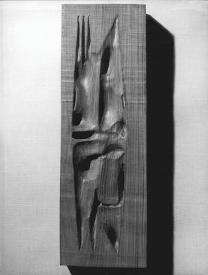 León Ferrari Boceto para homenaje a García Lorca, 1961 Madera de palo santo 55 x 25 x 7 cm